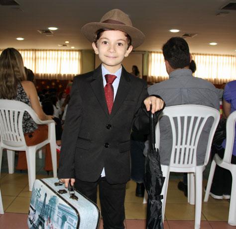 Aluno interpreta o engenheiro Aarão Reis