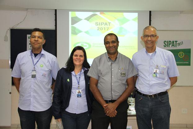 Alguns dos colaboradores integrantes da CIPA e o palestrante Ivair
