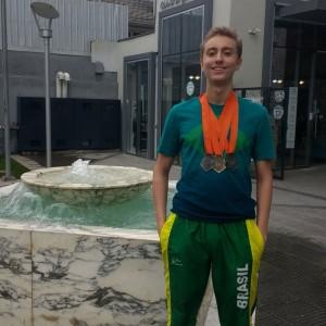 Tarcísio e algumas de suas medalhas