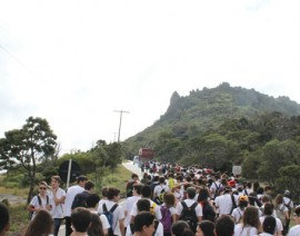 Caminhada Penitencial reúne centenas de alunos na Serra da Piedade