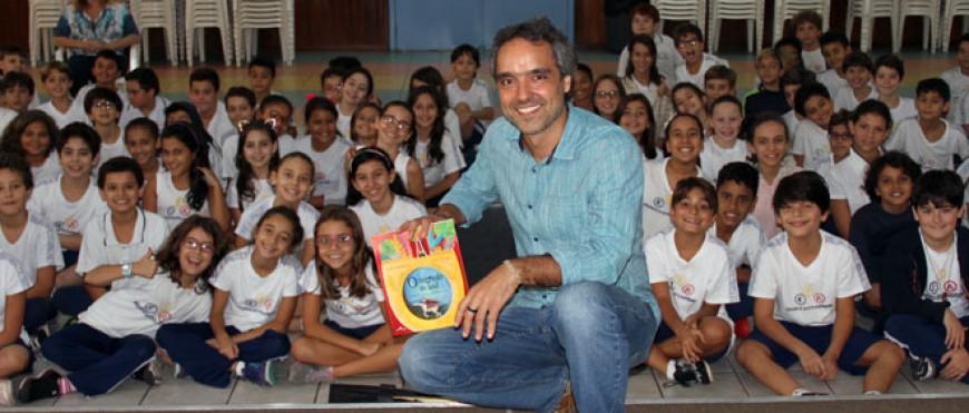 5º recebe o autor Lauro Henriques Júnior