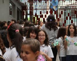 Crianças invadem o Colejão e incentivam alunos