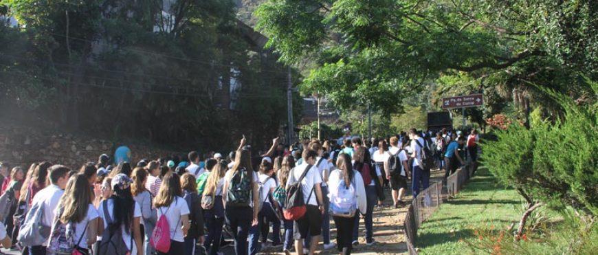 Caminhada Penitencial Reúne Ensino Médio no Parque das Mangabeiras
