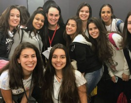 Google recebe alunas em evento sobre participação feminina na área de TI
