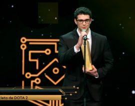 Ex-aluno do Colégio Santo Antônio é vencedor do prêmio eSports Brasil