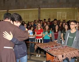 Celebração de entrega do Tau emociona alunos antes do Enem