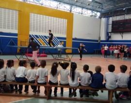 Solidariedade nas aulas de Educação Física: aulas de circo trazem creches ao CSA