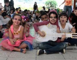 Colégio Santo Antônio entra no clima do carnaval