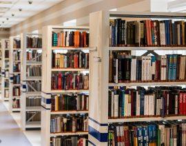 Drive-thru de devolução de livros atrasados